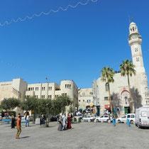 Place de la creche avec la Mosquee d'Omar