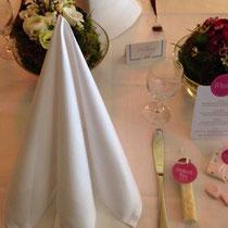 wunderbar gedeckte Hochzeitstafel von Schneeweißchen&Rosenrot