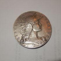 médaille  concours  de tir par  Henri Dubois .offert par le ministre de la guerre  en argent  66 gr  .diamètre 5 cm   60 euros