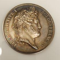 médaille par Caqué comité agricole du canton de decize  Beaux produits de bestiaux 1840    argent poinçon  lampe antique sur la tranche    poids :36 gr diamètre :41 mm  Prix : 70 euros