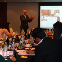 Interessierte Hotelmanager beim Training in Dubai