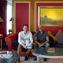 Hotel-Tour im Burj Al Arab mit Überreichung des Buches