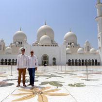 Auch Sightseeing kommt nicht zu kurz: Besuch der Shaikh Zayed Mosque