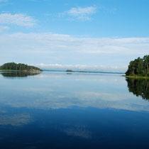 Spiegelglatter Fjord auf Hajk
