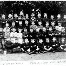 2 - Photo de classe où apparait Louis de Funès (4ème rang - 9ème élève) (source : archive du musée Emile Jean à Villiers-sur-Marne)