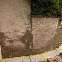 Umgebungsarbeiten, Verputzen der Gartenmauer