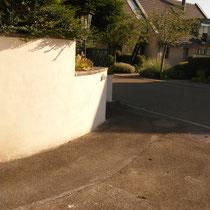 Umgebungsabreiten, Verputzen der Gartenmauer
