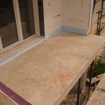 Fertig betonierter Balkon