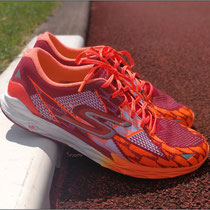 Der 'GoMeb Speed 4' von Skechers Performance im Test.
