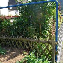der neue Zaun zum rechten Nachbarn