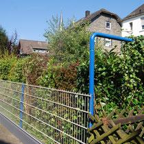 der neue Zaun zum linken Nachbarn