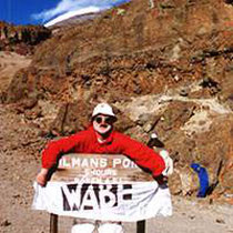 Gert Gampe hat noch noch 50 Meter bis zum Gipfel des Kilimandscharo