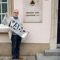 Ulli Brockmeyer vor unserer Bank in Luxemburg