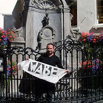 Robby vor dem Manneken Pis in Brüssel