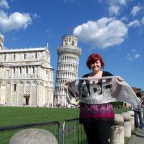 Ramona auf dem Platz der Wunder in Pisa