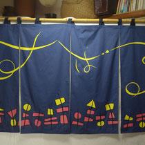 女性のお客様が多い串揚屋さんの暖簾。ポップで可愛くなりました!