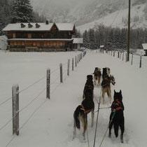 Trainingsfahrt bis nach Selden, hier sind alle Häuser verlassen und für den Winter bereit. Achtung: Die Abfahrt zurück in den Talboden ist sehr steil mit mehreren Spitzkehren!