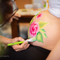 Bellypainting Flowers, Foto by Carolin Mand Mandala Fotografie, Model Katharina