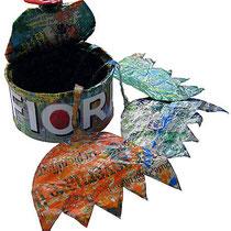 """""""fiori in scatoletta"""" colla e carta giornale cm13x7,5"""