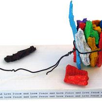 """""""schegge a colori"""" acrilici su ferro cm20,5x11x14 (schegge di granate della prima guerra mondiale, recuperate a Cima Uomo-P.sso San Pellegrino, Moena - TN)"""