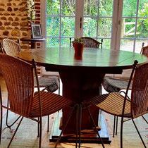 salle à manger avec accès sur la terrasse