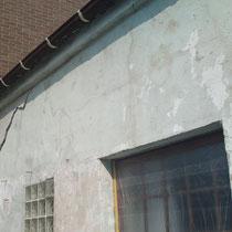 Wand nach dem der lose Putz abgeschlagen wurde