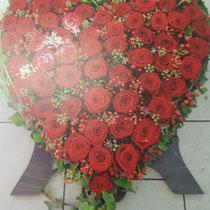Herz aus Rosen mit Standbeine