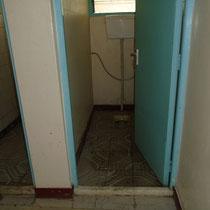 und eine richtige Toilette ist vorhanden