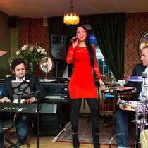 Djane Sängerin Helen Hochzeitssängerin Partyband Liveband Hochzeitsband Hochzeit Musik Frankfurt Mannheim Darmstadt Mainz Wiesbaden