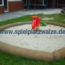 Sandfläche mit Spielplatzwalzen