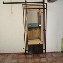 porte coulissante séparation cuisine / salon en attente panneau de bois