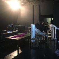 ...das Bühnenbild wird nach jeder Vorstellung in mehrere Meter Luftpolsterfolie verpackt.