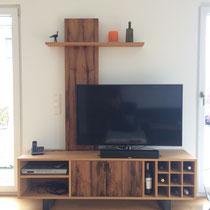 TV Möbel mit Weinregal aus Eiche Altholz
