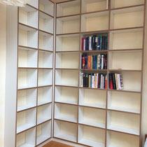 Bücherregal aus Multiplex, weiss beschichtet