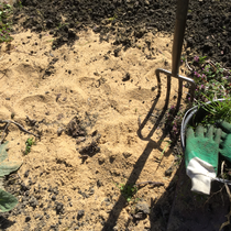 Sand zur Verbesserung von Lehmboden untergraben