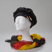 Stettin, extravagante schwarze Mütze
