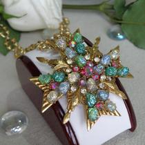 """Редкая брошь-кулон от американского винтажного бренда FLORENZA . Красивое и редкое украшение, камни """"осколки лавы"""", кристаллы, ювелирный сплав оттенка античное золото. Великолепная сохранность, маркировка. Диаметр 6см."""