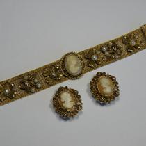 P-1706. Винтажный браслет и клипсы с камеями от Florenz! Браслет идеально сидит на руке, не болтается, приятный размер и ширина ремешка, удобная застежка. Великолепное и универсальное украшение практически под любой наряд!