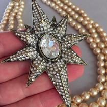 Почти Вифлеемская звезда! Сверкает не меньше:)) Работа американского дизайнера Хэйди Даус. Кристаллы Swarovski, ювелирный бронзированный сплав, очень красивая форма броши и эффектный размер.