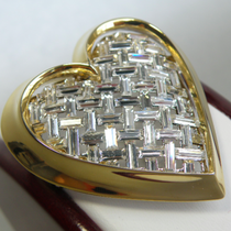 P-1790. Красивая дизайнерская брошь от американского дизайнера NOLAN MILLER. Ювелирный сплав с позолотой 24К, фиамиты в багетной огранке. Размер 5х4см.