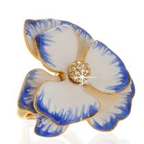 517. Коктейльное кольцо от американского дизайнера KENNETH JAY LANE. Ювелирный сплав с позолотой 24К, эмали, ручная работа. Декор камнями Сваровски. Размер регулируется внутренним зажимом от 15-19. Цена-120$