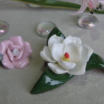 1. Две английские фарфоровые броши в форме цветка. Обе в прекрасной сохранности, ручная работа. Стоимость сета 15$