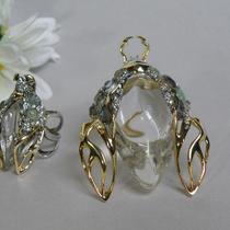 Брошь и кольцо Скарабеи от Alexis Bittar. Животик выполнен из прозрачного люцита, скульптурная форма, позолота 24кт, натуральные драгоценные камни пиритов, лабрадоритов, кварца, горного хрусталя.