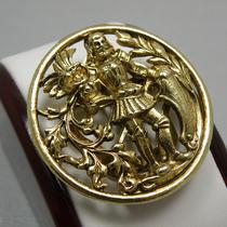 P-1628. Винтажнaя брошь ART, которую можно использовать, как зажим для платка. Американский бренд ART. Ювелирный сплав оттенка античного золота. Диаметр-6см.