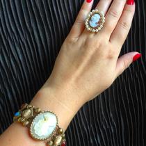 Тончайшая ручная работа, натуральные раковины и сардоникс- произведения искусства! На фото винтажный браслет из далеких 50х и новое кольцо от известного дизайнера по камеям Amado,  натуральный сардоникс.