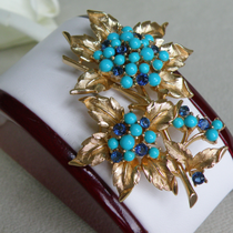 P-1709. Винтажная брошь в форме цветка от культового и коллекционного бренда TRIFARI . Ювелирный сплав под золото, кристаллы. Обьемная форма, яркие насыщенные оттенки. Длина 6см.