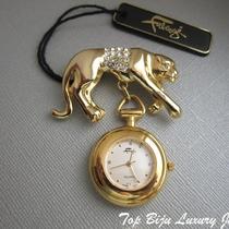 P-1620. Добротные часы-брошь от американской компании Фаберже. Японский механизм, первозданное состояние, ювелирных сплав под золото, декор камнями Сваровски.