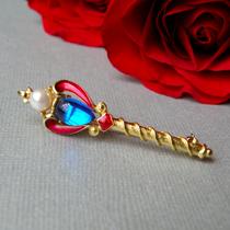 P-1769. Брошь Скипетр от TRIFARI. Любимое сочетание красного с синим, леденцовый кабошон, жемчужина, идеальный размер 5см, маркировка и супер сохранность.