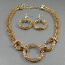 228.. Комплект от американского дизайнера R.GRAZIANO. Ювелирный сплав под золото, кристаллы Сваровски. Тип переплетения- кольчуга, очень модная в этом сезоне. Цена 15$
