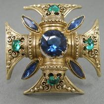"""P-1654. Винтажная брошь-кулон """"Мальтийский крест"""" от ювелирного бренда Florenza. Ювелирный сплав оттенка античного золота с филигранью, кристаллы Сваровски. Диаметр 5.7см."""